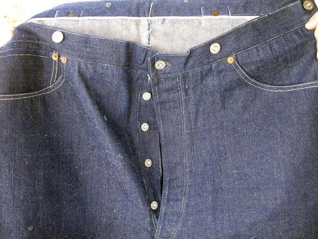 Đại gia bí ẩn bỏ 2,3 tỷ đồng mua chiếc quần bò 125 'tuổi'