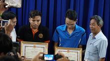 Khen thưởng 'nóng' những người bắt cướp trên phố Sài Gòn