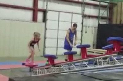 Cô bé 10 tuổi có khả bay nhảy như ninja