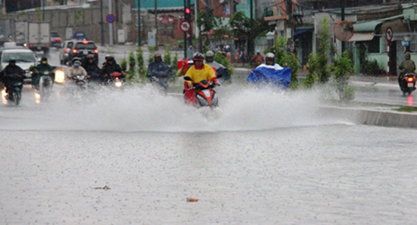 Dự báo thời tiết 30/5: Nam Bộ mưa to, nguy cơ lốc xoáy