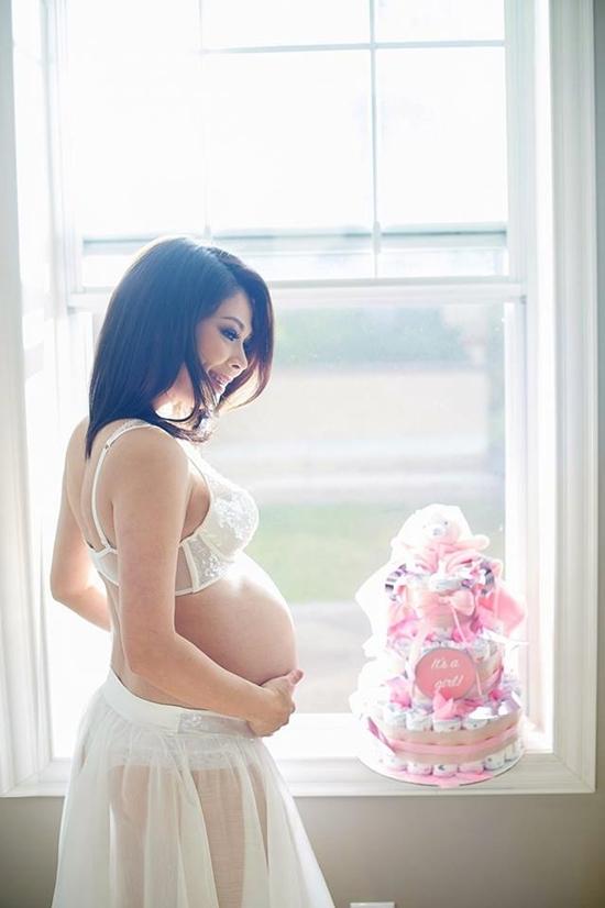 Mang bầu 8 tháng ở tuổi 41, Thanh Thảo vẫn rất sexy