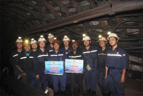 Tặng quà thợ mỏ nhân dịp Tháng Công nhân 2018