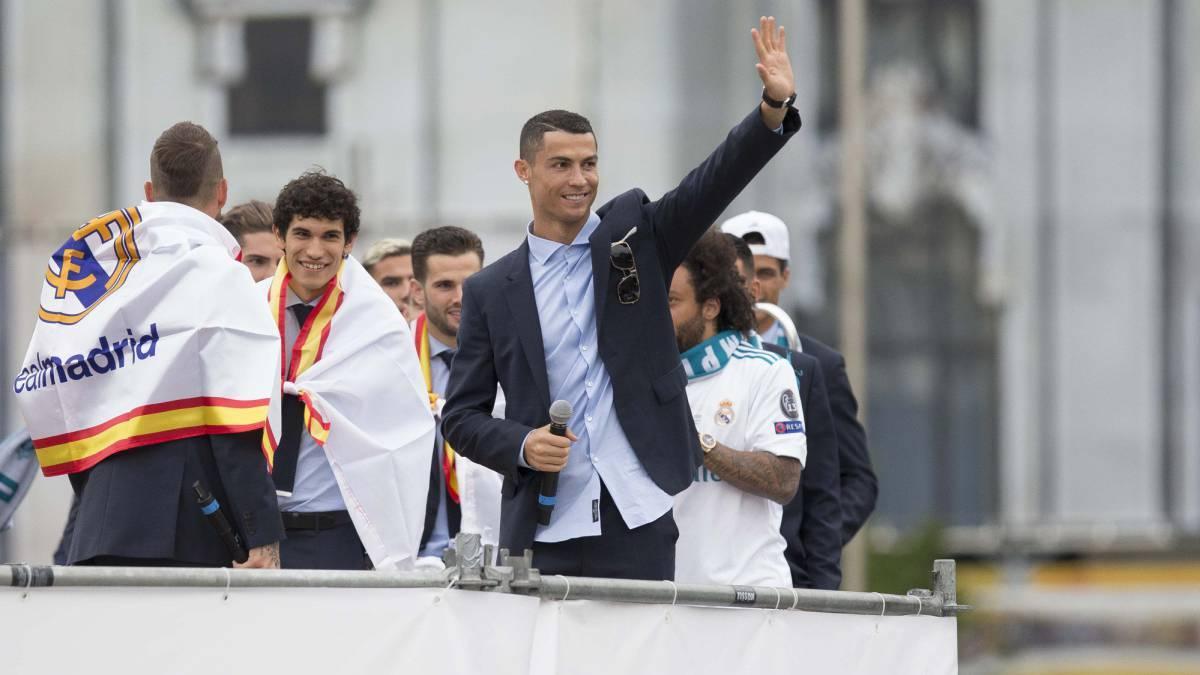PSG trả lương điên rồ, sắp có Ronaldo trước mũi MU