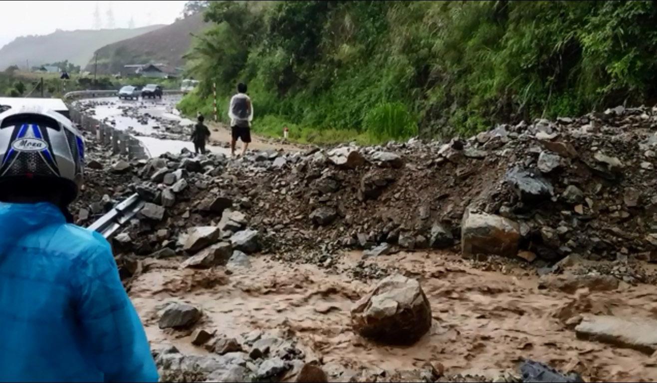 Sơn La xuất hiện lũ quét, quốc lộ 37 tê liệt