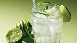 Chặt chém vô đối: Ăn bị đòi tiền ghế ngồi, uống nước phụ thu máy lạnh