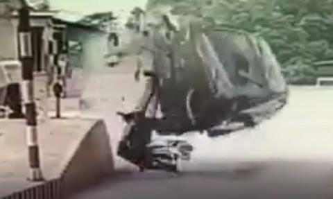 Clip diễn biến vụ lật xe gây xôn xao tại trạm thu ở Phú Thọ