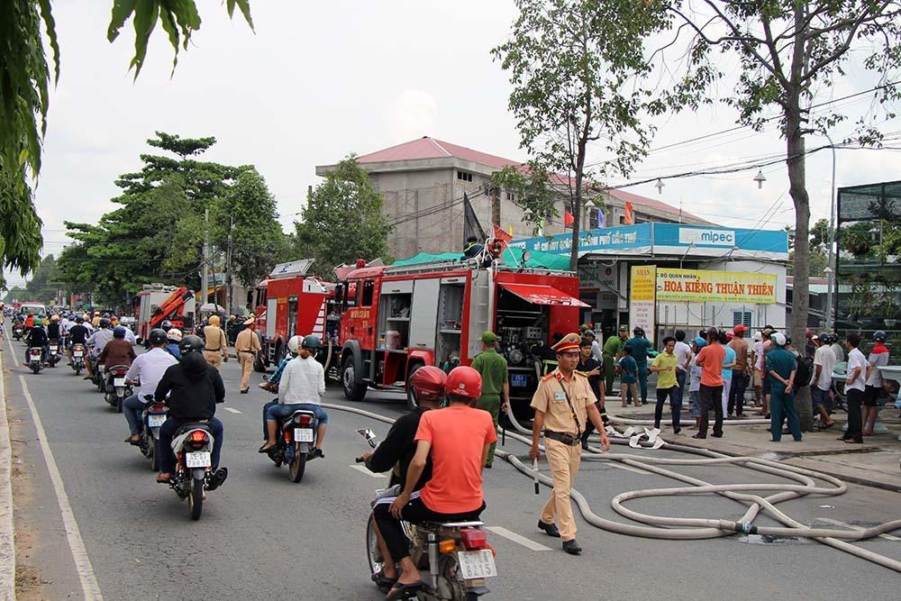 Xe bồn cháy dữ dội tại cây xăng ở Cần Thơ
