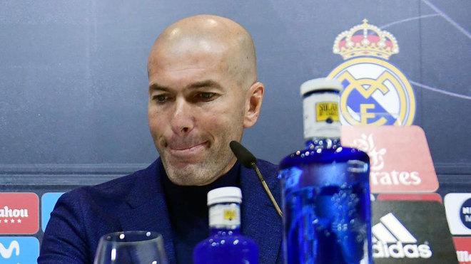 Zidane từ chức HLV trưởng Real, Chủ tịch Perez sốc nặng