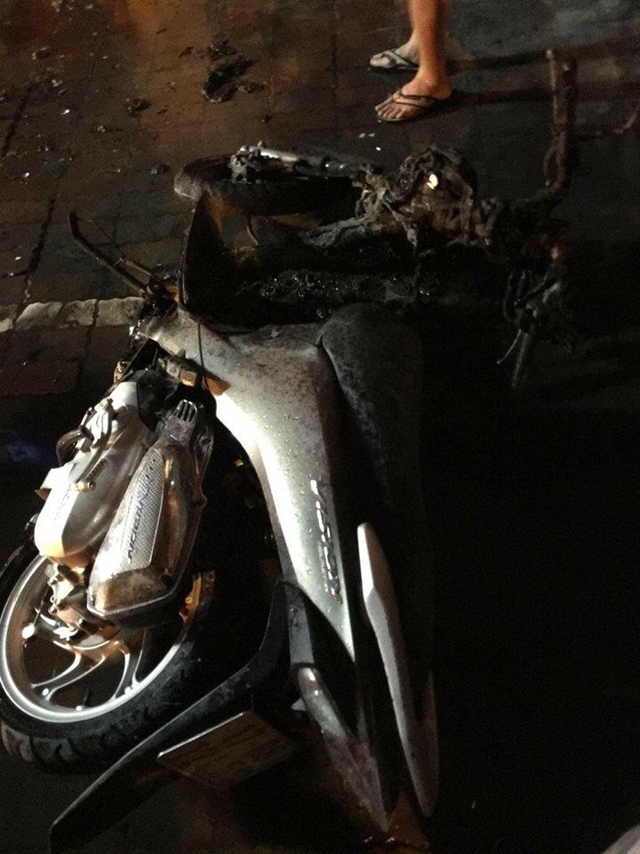 Cháy cửa hàng xe máy, nghẹt thở giải cứu 3 mẹ con mắc kẹt