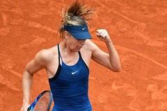 Sharapova bay vào vòng 3 Roland Garros