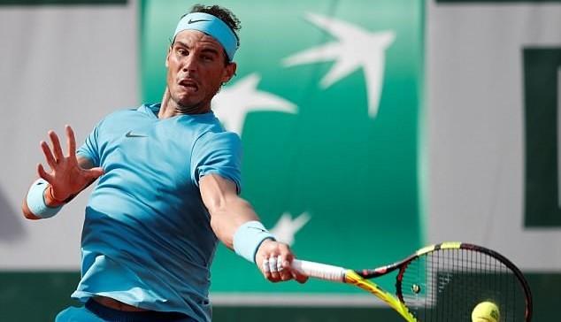Nadal thoát hiểm nhờ... 'ông trời'