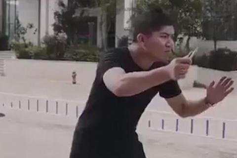 sống sót trong vụ tấn công bằng dao