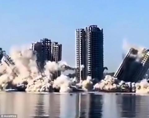 đánh sập nhà 30 tầng