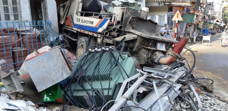 Thông tin bất ngờ vụ xe trộn bê tông đâm chết 2 người, sập trạm điện