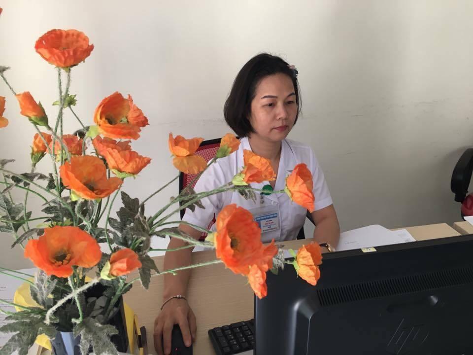 Hạnh phúc muộn của nữ giảng viên làm mẹ ở tuổi 50