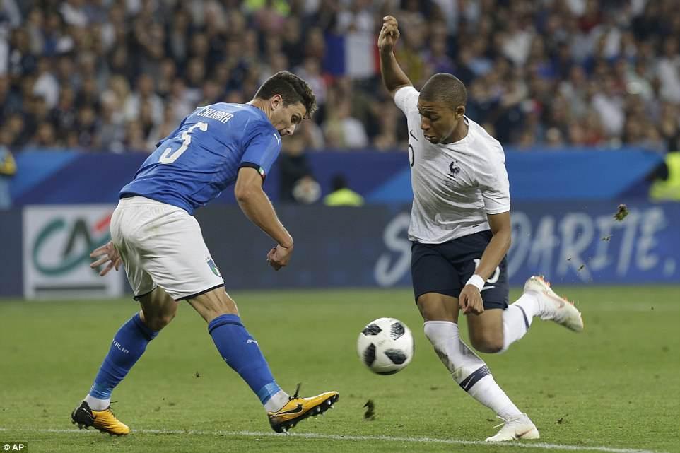Pháp đè bẹp Italia trước thềm World Cup 2018