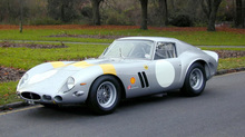 Chiếc ô tô cổ từ năm 1963 bán với giá kỉ lục gần 1.600 tỷ đồng