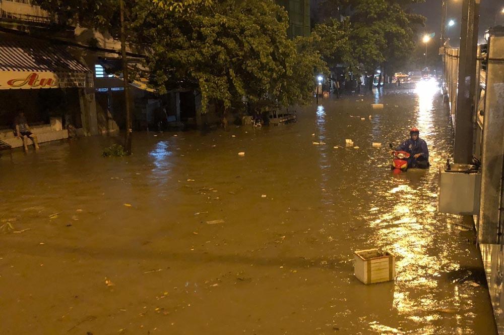 Tiết lộ bất ngờ 'siêu máy bơm' tê liệt ở rốn ngập Sài Gòn