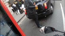 Cảnh tượng ngỡ ngàng trên phố về văn hóa giao thông