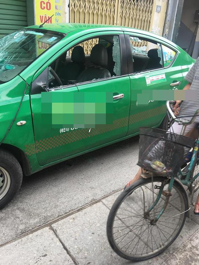 Cái kết 'quá tàn nhẫn' sau màn đỗ xe của tài xế taxi