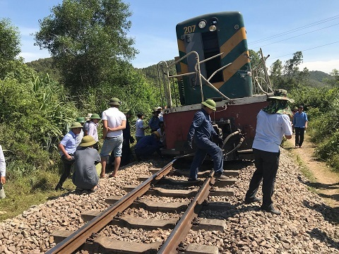 tai nạn đường sắt,tàu hoả đâm xe tải,Nghệ An