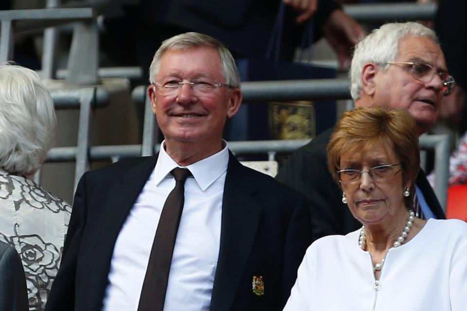Fred đến kiểm tra y tế ở MU, Sir Alex Ferguson ra viện