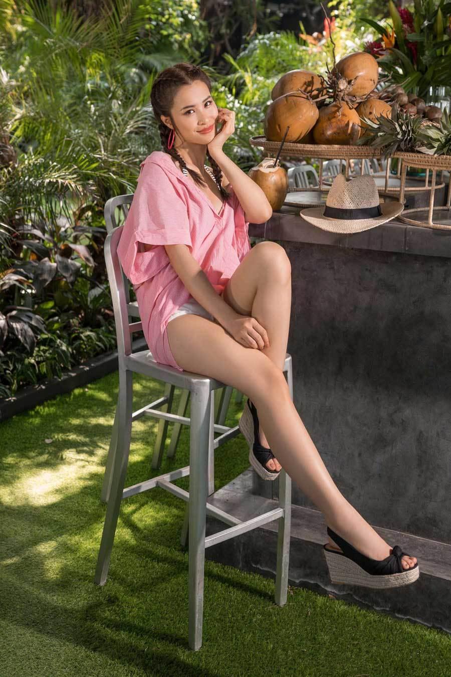 Đông Nhi gợi ý trang phục mát mắt cho mùa hè nóng bỏng