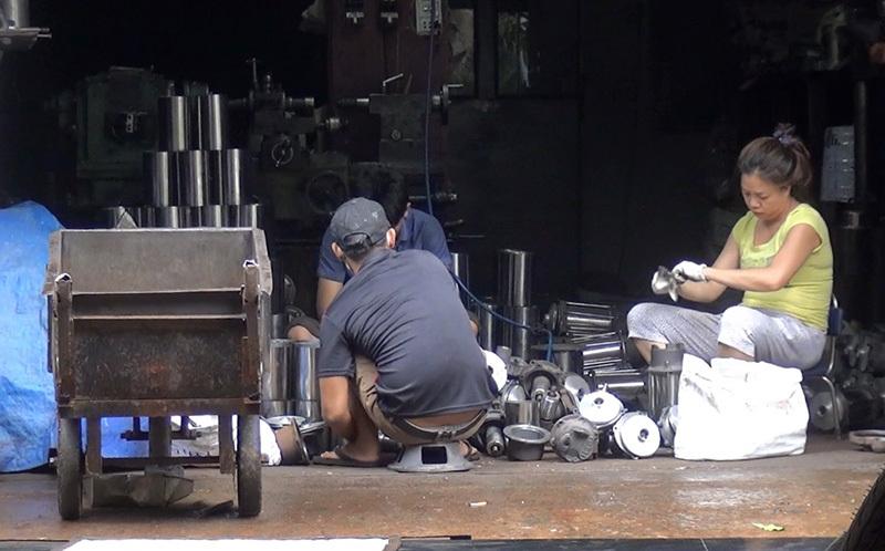 Nhức óc vì tiếng ồn của 2 xưởng cơ khí bủa vây khu dân cư