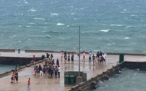 Gần 2.000 du khách kẹt trên đảo Lý Sơn do ảnh hưởng áp thấp