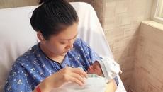 Chúng Huyền Thanh tiết lộ hình ảnh đầu tiên với con trai vừa sinh