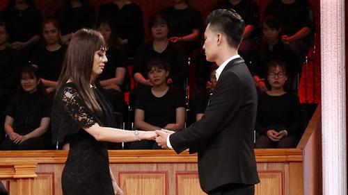 Lâm Khánh Chi kiện chồng vì đưa ra tối hậu thư cấm vợ ăn cơm