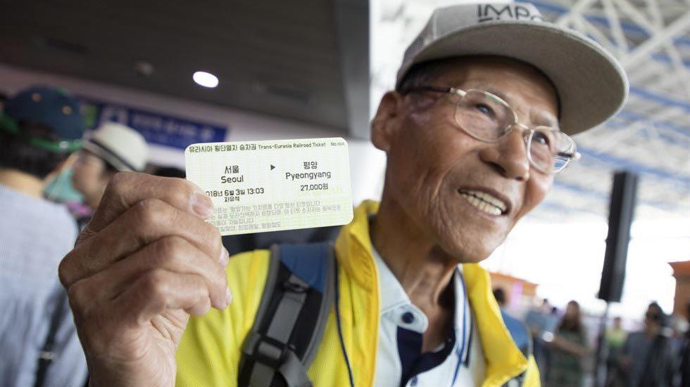 Dân Hàn nô nức mua vé 'tàu hòa bình' đầu tiên tới Bình Nhưỡng