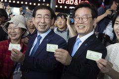 """Dân Hàn nô nức mua vé """"tàu hòa bình"""" đầu tiên tới Bình Nhưỡng"""