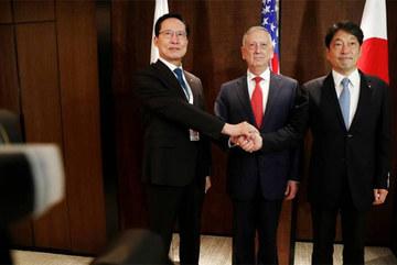 Áp lực với Triều Tiên đẩy Nhật tới 'ngã ba đường'