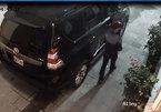 Xe sang Land Cruiser bị trộm vặt gương trong nháy mắt
