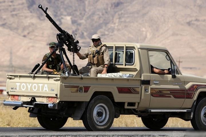 Xe Toyota Land Cruiser 'độ' thành xe quân sự sát thủ hàng đầu