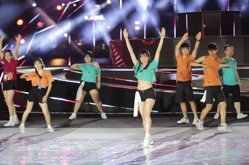 Flashmob - 'cơn gió lạ' đêm trình diễn pháo hoa Đà Nẵng