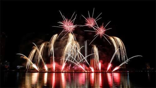Nhặt 'sạn' trong đêm pháo hoa 'Nhịp cầu hạnh phúc'