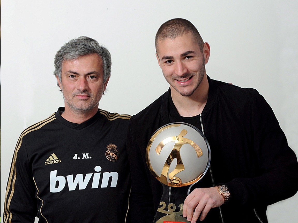 MU mua 'cơn lốc' Dalot, Benzema theo về với Mourinho