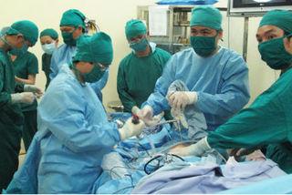 Kỳ tích, bác sĩ xuyên đêm cứu dược tá ngưng tim suốt 1 tiếng