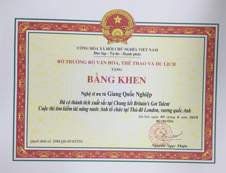 Quốc Cơ, Quốc Nghiệp nhận bằng khen từ Bộ trưởng Nguyễn Ngọc Thiện