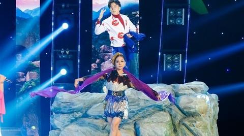 Clip Cẩm Ly đọ tài múa lụa với Ốc Thanh Vân, Ngô Kiến Huy,…