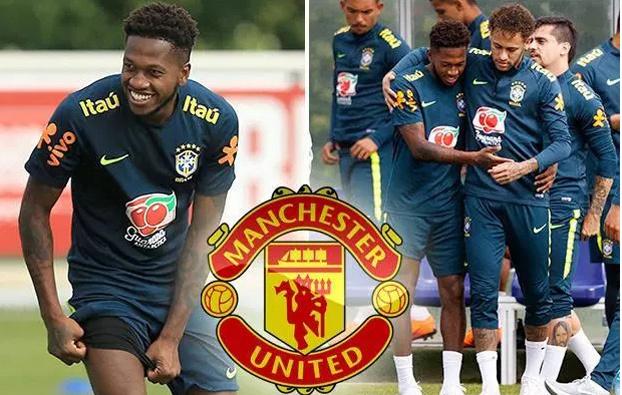 Neymar ôm chúc mừng Fred chính thức gia nhập MU