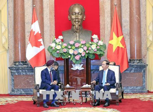 Chủ tịch nước tiếp Bộ trưởng Quốc phòng Canada