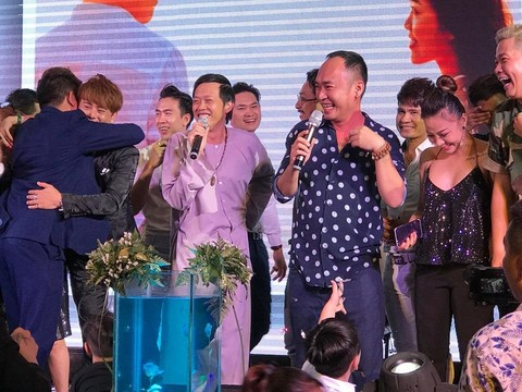 Hoài Linh hát đám cưới