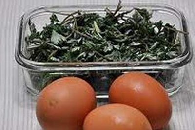 Canh trứng lá ngải, bổ dưỡng cho phụ nữ thời kỳ kinh nguyệt