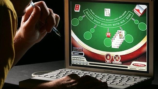 Đánh bạc online cược 300.000 đồng: phạm tội hay không?