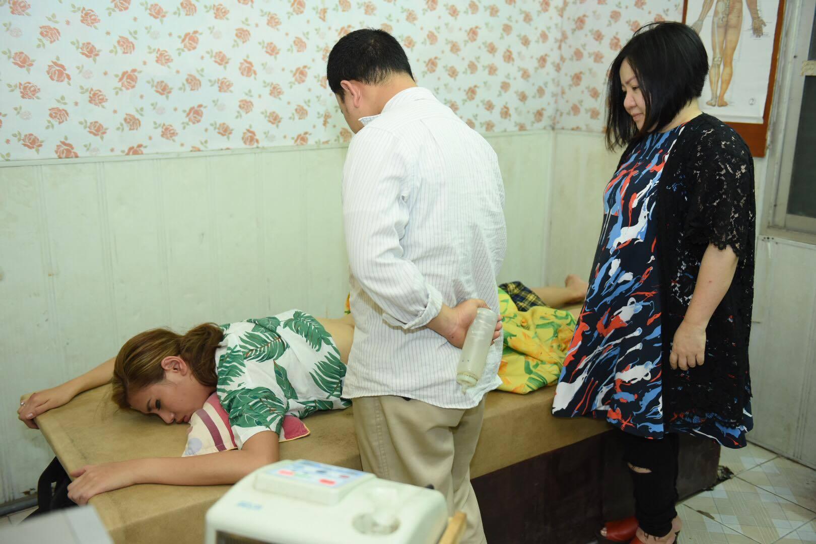 Võ Hoàng Yến bật khóc vì đau đớn, phải đi cấp cứu