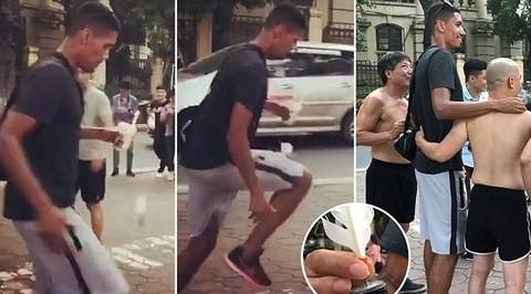 Smalling đá cầu với fan hâm mộ trên đường phố Hà Nội