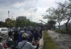 Lật xe trên đại lộ ở Sài Gòn, tài xế bị kính đâm thủng bụng